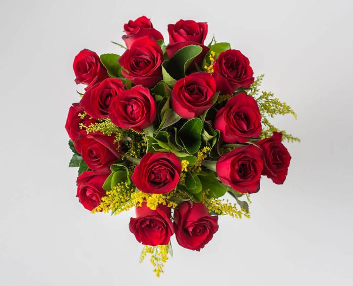 Buquê Tradicional de 17 Rosas Vermelhas