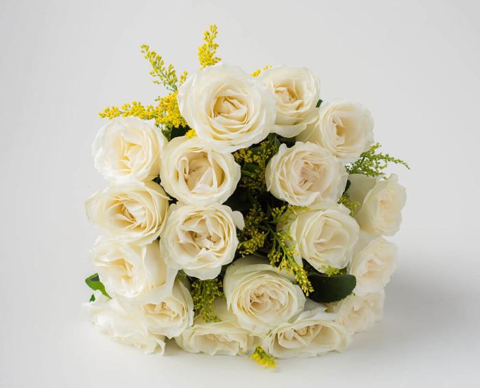 Buquê de 18 Rosas Brancas e Espumante