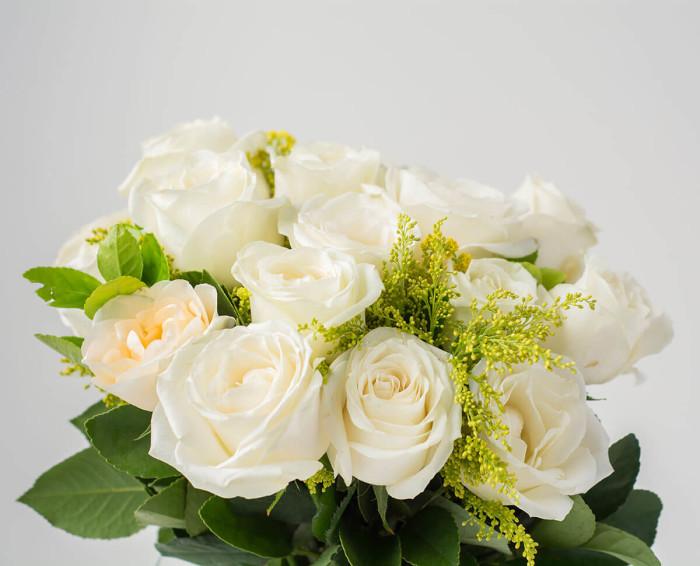 Buquê de 19 Rosas Brancas