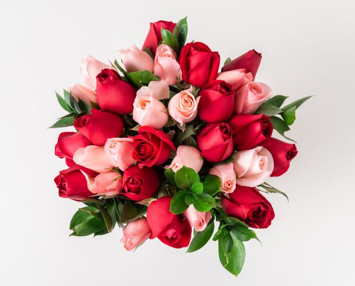 Buquê com 32 Rosas de Duas Cores