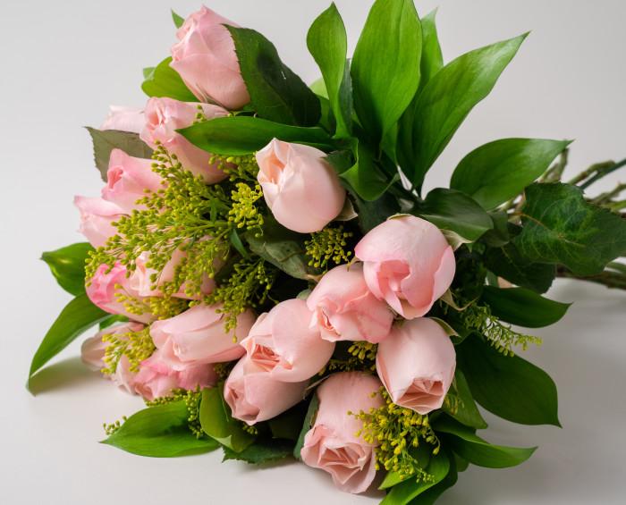 Buquê de 18 Rosas Rosadas