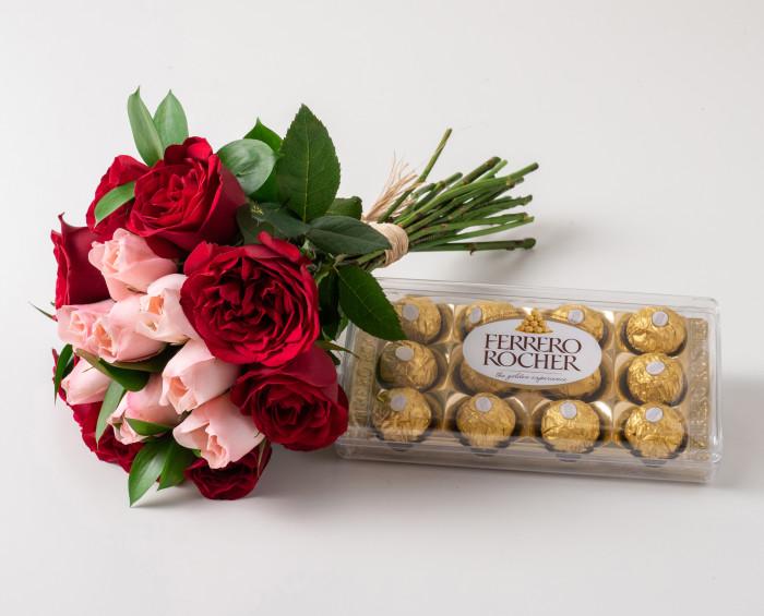 Buquê com 15 Rosas de Duas Cores e Chocolates