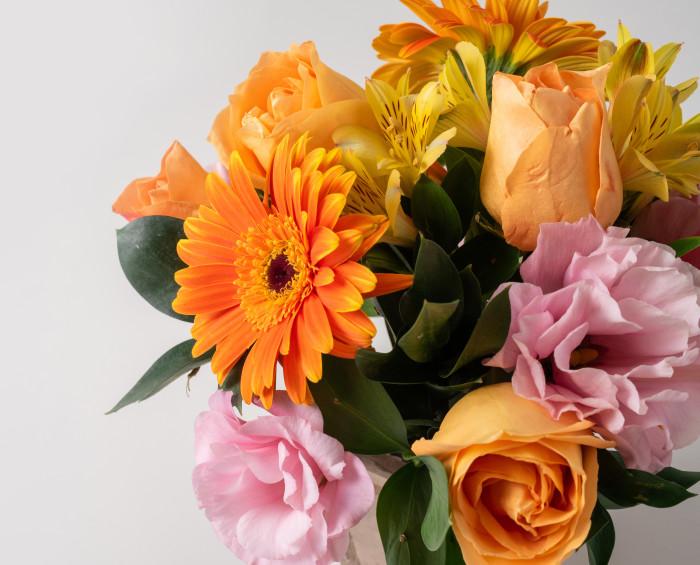 Arranjo de Gérberas, Flores do Campo e Rosas