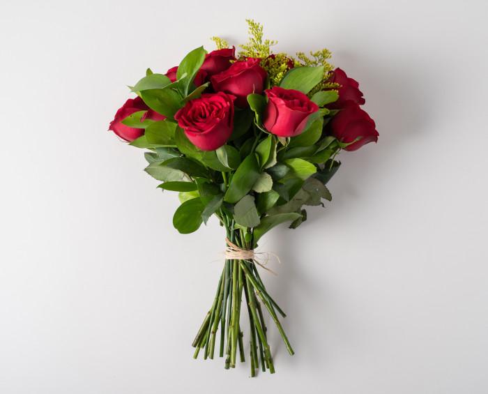 Buquê de 12 Rosas Vermelhas e Chocolate
