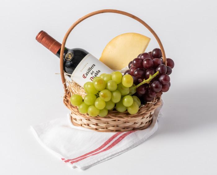 Cesta Pequena de Queijo, Vinho e Fruta