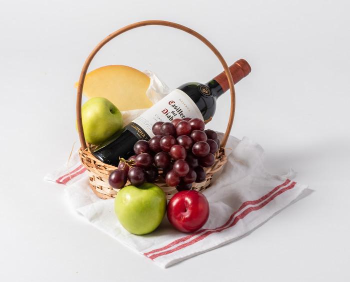 Cesta de Frutas, Queijo e Vinho Tinto