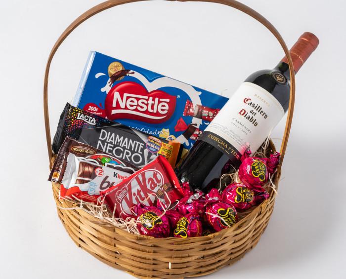 Cesta de Chocolate e Vinho Tinto