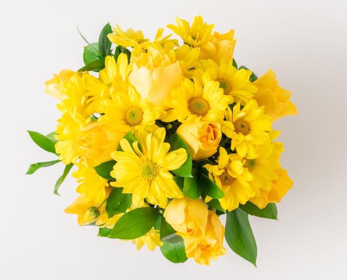 Arranjo de Margaridas e Rosas Amarelas