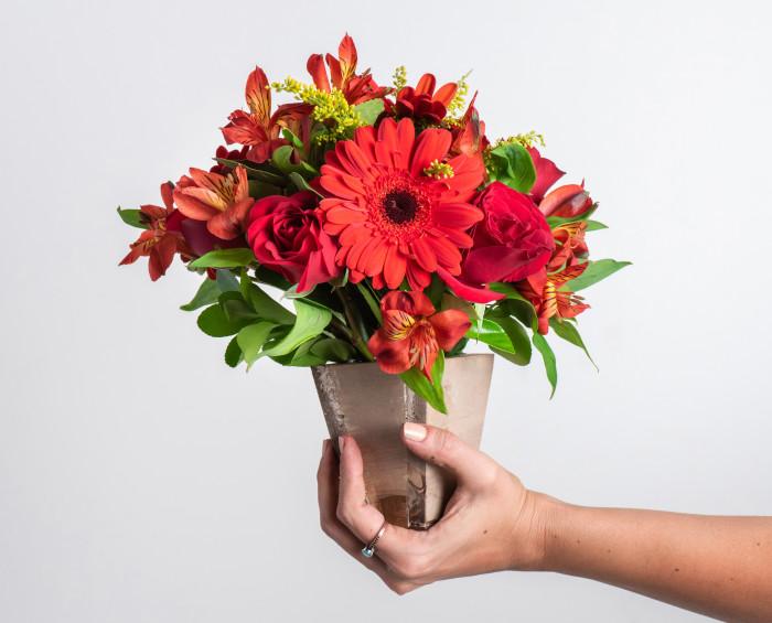 Arranjo de Flores Mistas Vermelhas
