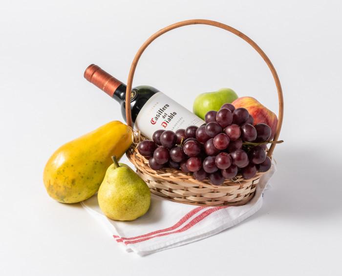 Cesta de Frutas Pequena e Vinho Tinto
