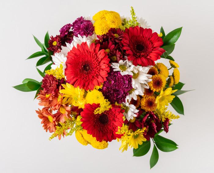 Arranjo Grande de Flores do Campo Coloridas em Vaso