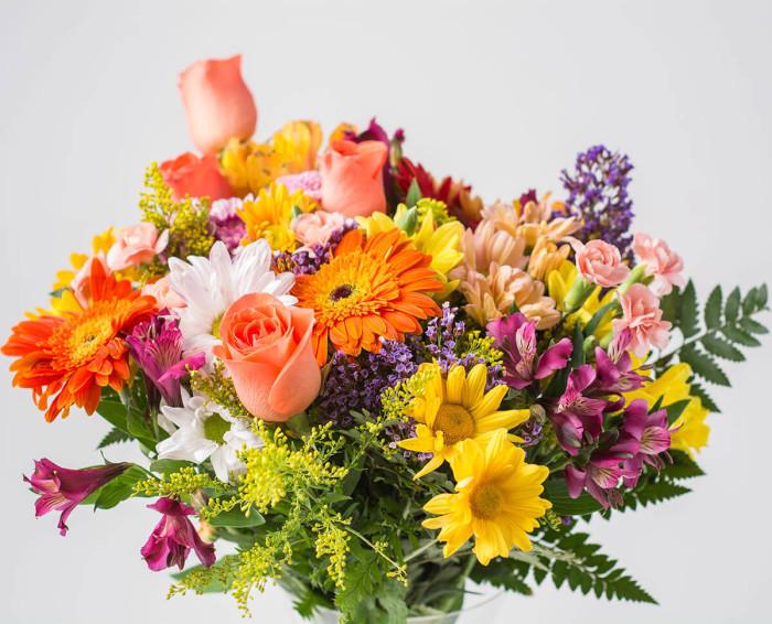 Arranjo Mediano de Flores do Campo Coloridas em Vaso