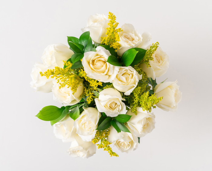 Arranjo de 15 Rosas Brancas em Vaso